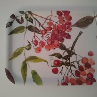 Rönnbär  Bricka i björkfanér 27 x 20 cm Slut